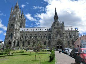 Basilico del voto nacional Quito tour diario